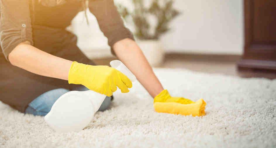 Comment nettoyer un tapis avec du bicarbonate et du vinaigre blanc ?