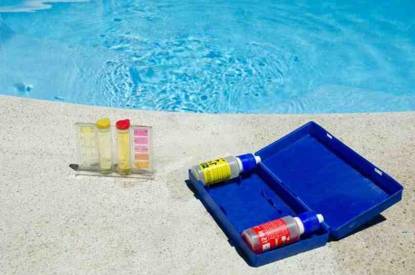 Comment baisser le pH de l'eau de piscine ?
