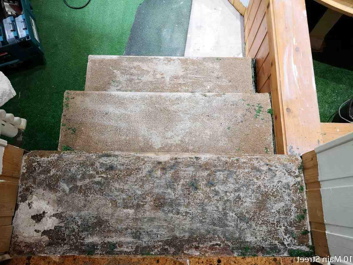 Comment enlever de la colle sur des escalier en bois ?