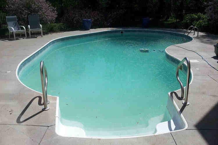 Comment rendre l'eau de la piscine plus claire ?